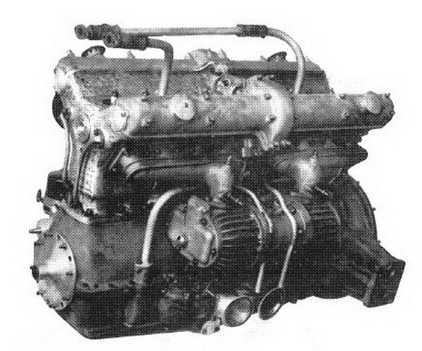 Motor a szívó-oldalról a kompresszorokkal