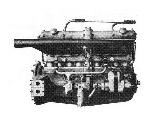 Motor a kipufogó-oldalról