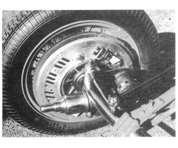 Tipo B 1935 Dubonnet felfüggesztése elöl